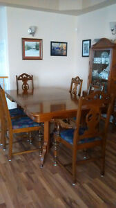 NEW PRICE EASTLAKE TABLE, CHINA CABINET & 6 CHAIRS