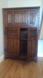Old Charm wine caninet
