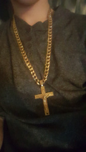 Looking for a 10k gold pendant