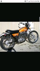 Achete vieille motocross comme la photo saute ou pour piece