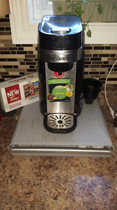 Coffee maker and K-cup tray