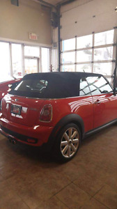 Mini cooper rouge décapotable 2010