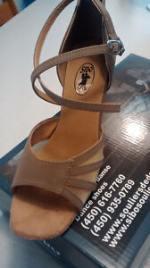 Chaussure de danse latine NEUVE Jamais portée !!