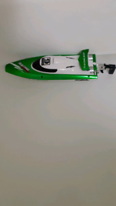 RC BOAT NEW FT009 2.4 GHZ