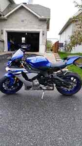 Yamaha r1 2016 quick sale! Deal of end of season!