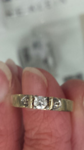 Diamond Ring   10k Yellow Gold Size 6