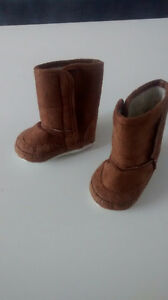 Girls Ugg style boots 0-6 months