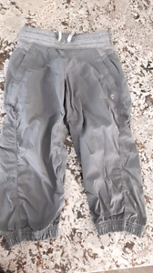 Ivviva live to move crop pants grey or black