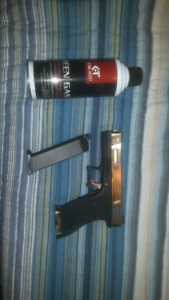 Paintball airsoft gas glock brand new