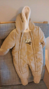 Almost NEW snow suit 3-6 m