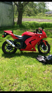 $2500 Firm 2008 ninja 250 with 16464 km with hindle exhaust