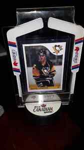 Mario Lemieux replica rookie card in display