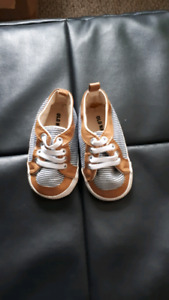 Old navy 9-12 m shoes