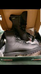 NEW MENS SZ. 8 NEW GORE-TEX LEATHER THINSULATE ROCKY BOOTS