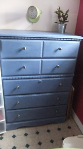 solid wood tall 5 drawer dresser in exc cond