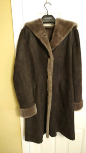 Danier sheepskin coat, new, never worn, size Medium, womens