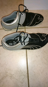 Boys puma shoes size 4