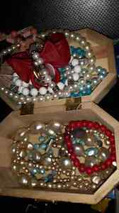 Costume jewelry from diffrent eras and design Windsor Region Ontario image 5