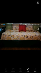 Trundle bed *MINT CONDITION * Asking $350.00 or best offer