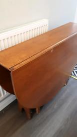 Foldable vintage table
