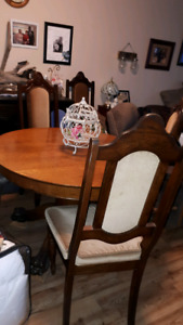 Free..ANTIQUE DINING ROOM SET...paying it forward