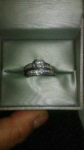Gorgeous  basically new with warrenty diamond rings best offer!