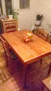 Table a manger JOKKMOKK IKEA avec 4 chaises