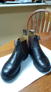 Blundstone Boots  (unisex) Mens 6.5, Womens 8.5,