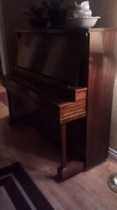 Upright parlour piano