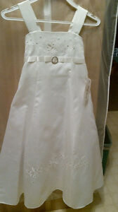 BNWT FLOWER GIRLS DRESS
