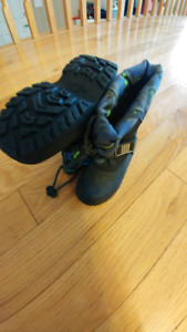 NEW Toddler boys sizs 5 winter boots