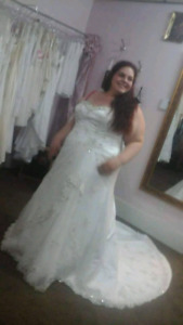 Wedding dress size 24 fits 22-26