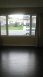 $500 OFF! NICELY RENOVATED 3BDRM MAIN FLOOR–AVAILABLE SEPT 1st.