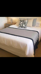 Excellent Queen size bed for sale (delivery)