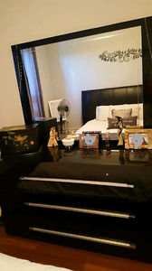 Modern Queen bedroom set great condition.