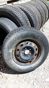 Tire like new with rim  215 70 15