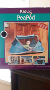 Like new, Peapod portable Childen's Travel Bed