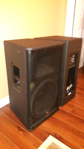 Yamaha DSR115 Powered Loudspeakers with covers and stands