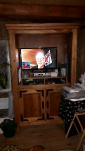 Meuble à télé en bois sur merisier