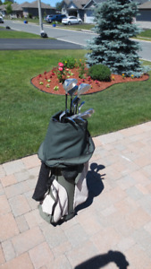 Ladies Right Hand Golf Clubs and Bag