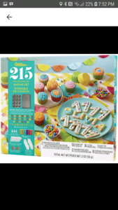 Wilton 215 piece baking set