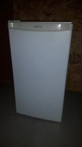 Danby Diplomat Refrigerator DC033W