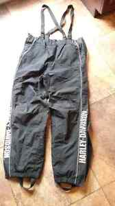 Mens large, harley davidson Gore tex rain pants with boot cover