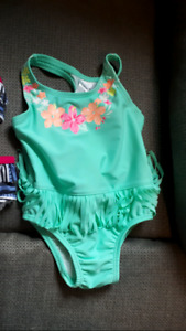 Tinkerbell Outfit/bathing suit/bath tub insert