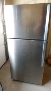 Like New Whirlpool Refrigerator - $500 Model: wrt148fzdm00