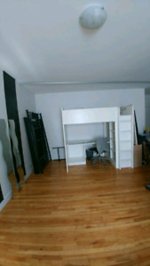 Bedspace available for 1 female