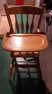 Chaise haute  antique pour bébé