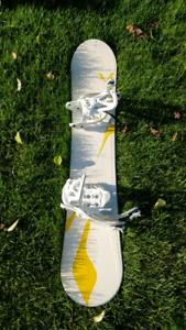 148cm Women's Snowboard + bindings, good condition