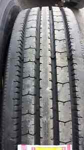 Tire camion neuf