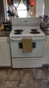 White electric stove Windsor Region Ontario image 1